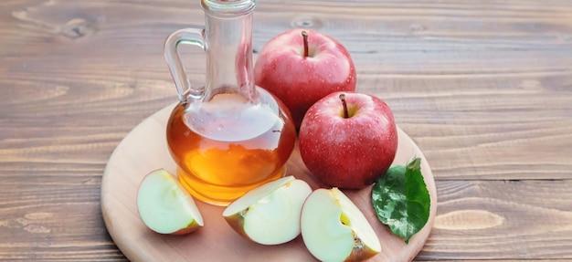 사과 식초. 선택적 초점입니다. 음식 음료 사과