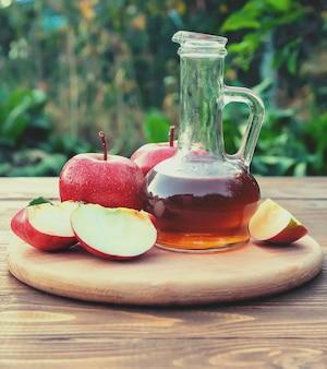 사과 식초. 선택적 초점입니다.
