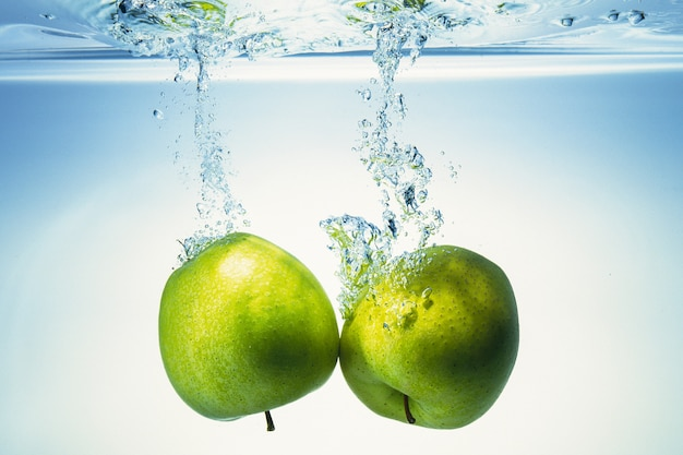 Apples are getting into the water.