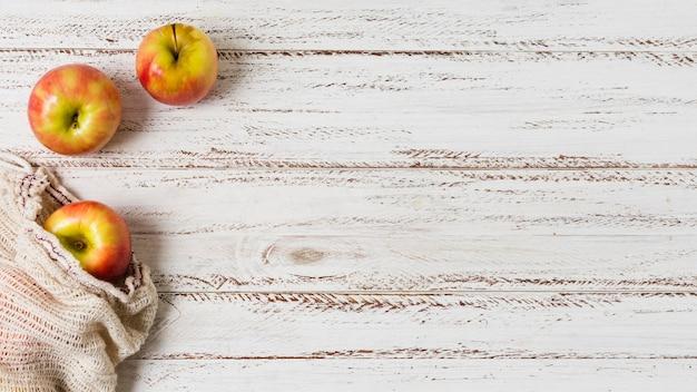 健康でリラックスした心のコピースペースのためのリンゴ