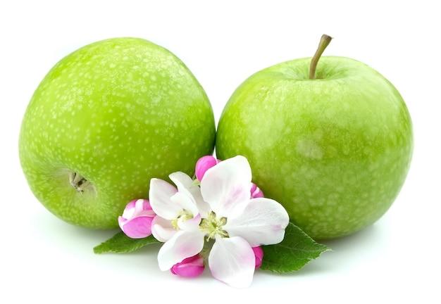 Яблоки с цветком крупным планом