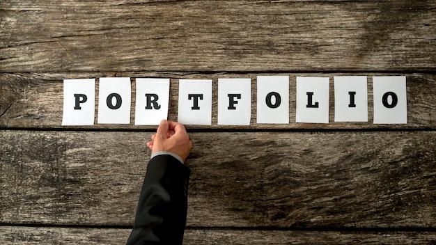 Portfolio라는 단어를 조합하는 많은 금융 자산을 가진 취업 기회 또는 사업가 지원자