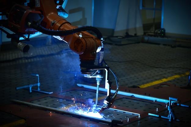 Применение сварочного автоматического робота при сварке металлов