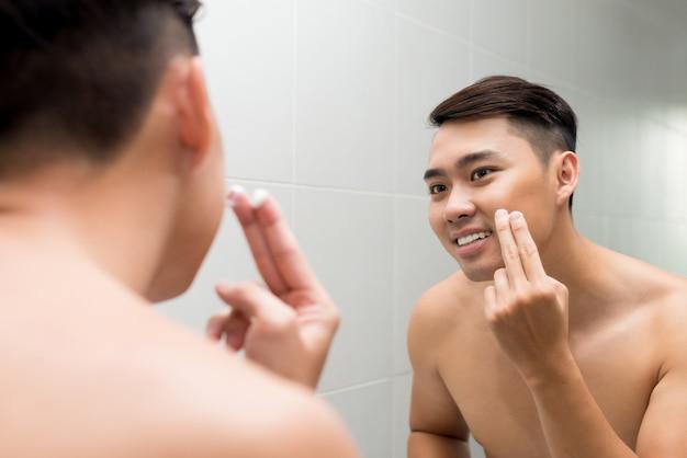 Applying facial lotion