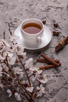 アプリコットの花とお茶