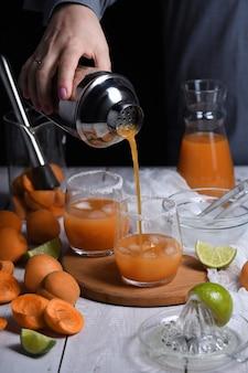 Абрикос маргарита из свежеприготовленного абрикосового сока, сока лайма и текилы