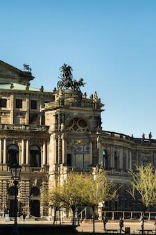 2019년 4월 1일. 드레스덴, 작센 스위스, 독일: 도시 중심의 거리와 드레스덴의 오래된 건물