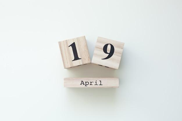19 апреля пасха деревянный блок-календарь