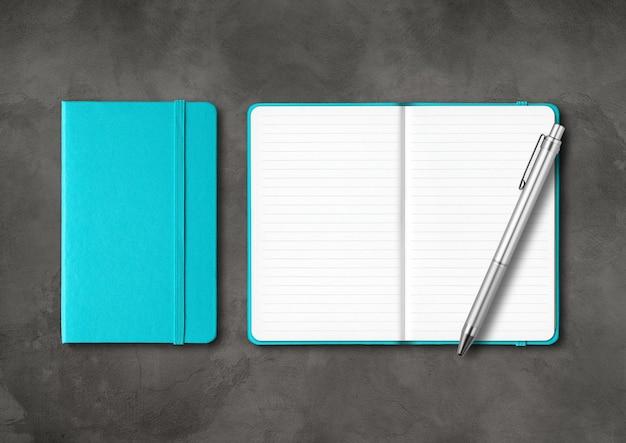 ペンでアクアブルーの裏地付きノート