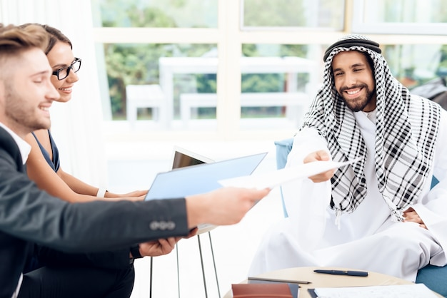 Arab give contract that he must sign.