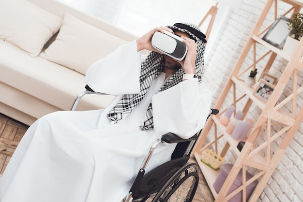 Arab man in a wheelchair with glasess virtual realy.