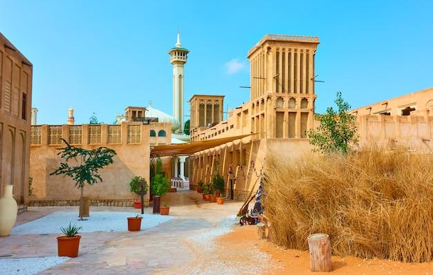 아랍에미리트(uae) 올드 두바이의 알 파히디 역사 지구에 있는 아라비아 건축물