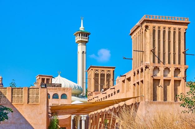 아랍에미리트(uae) 올드 두바이(old dubai)의 알 파히디(al fahidi) 역사 지구에 있는 아라비아 건축물
