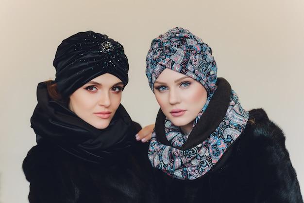 Арабские дамы в шерстяной шапке