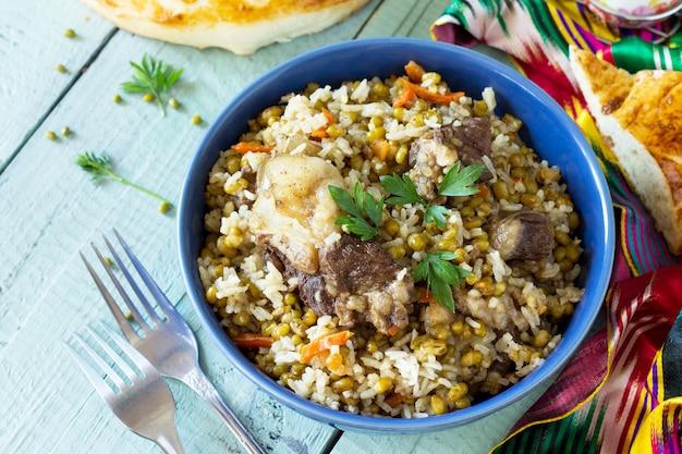 アラブ料理米牛と緑豆で作った中東のマシキチリのお粥