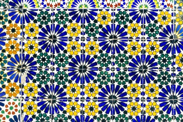 アラビア語のパターンの背景、東洋のイスラムの装飾品。モロッコのタイル、またはモロッコの化粧レンガ Premium写真
