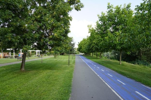 Aradromania 2021年7月20日公園内の自転車専用自転車道