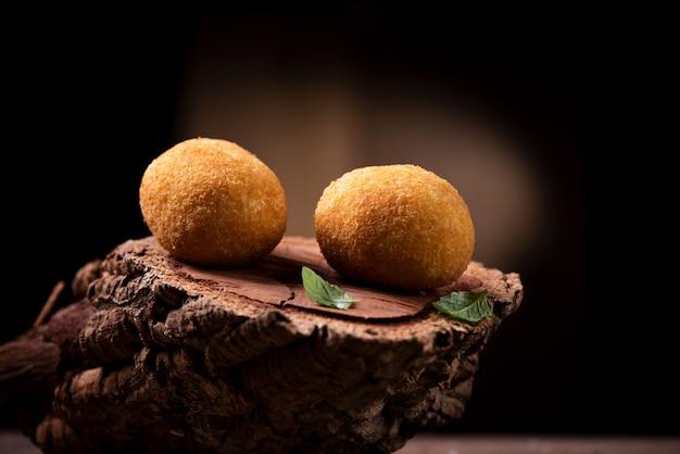 아란치니 - 빵가루를 입혀 튀긴 이탈리아식 주먹밥