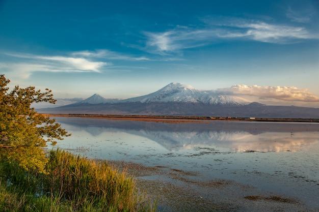 Арарат гора с озером
