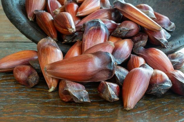 Шестерня семян араукарии, традиционная бразильская еда.