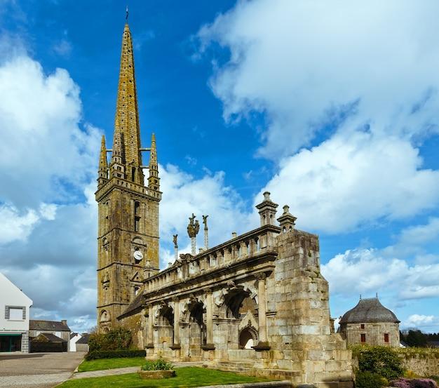 凱旋門とサンスリオ教会