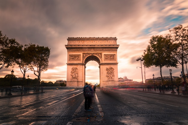 パリ市内中心部のarc旋門