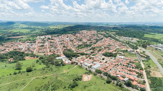 Вид с воздуха города arceburgo, мины gerais / бразилия.