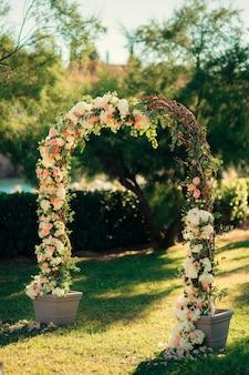 結婚式のためのアーチ