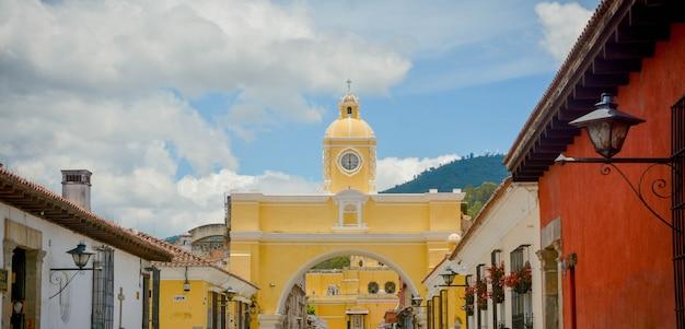 サンタカタリーナのアーチアンティグアグアテマラ。