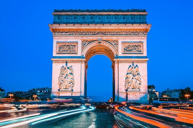 夜の凱旋門、パリ、フランス
