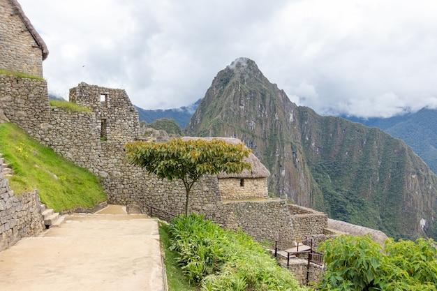 クスコの山中にあるマチュピチュの遺跡。ペルー