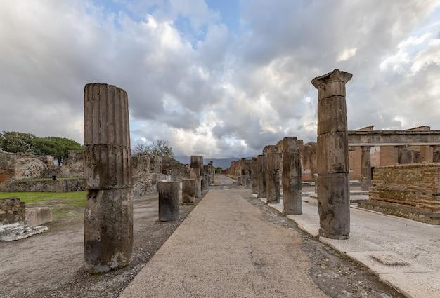 Археологические руины древнеримского города помпеи