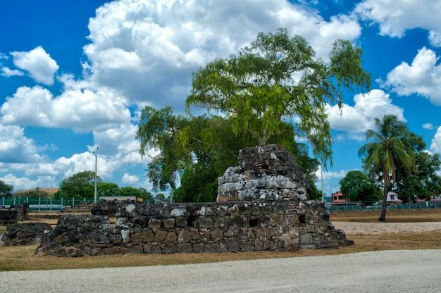 Археологические раскопки кафедрального собора старой панамы Premium Фотографии