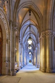 Арочный проход перед ратушей (вена) в вене, австрия