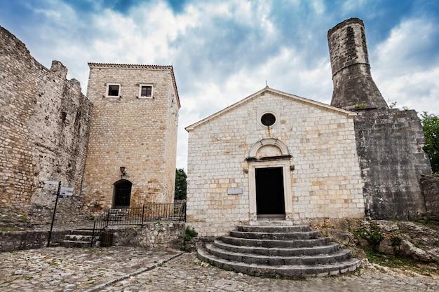 ウルツィニの考古学博物館