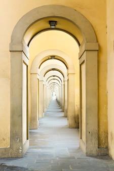 Арки моста понте веккьо, флоренция, италия
