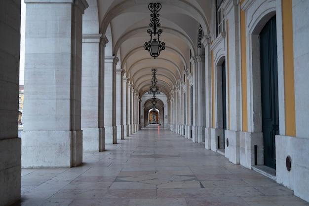 Арки торговой площади в лиссабоне, португалия