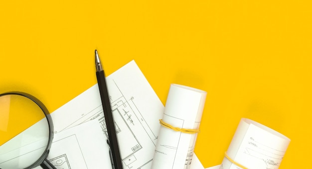 建築家のデザインコンセプト。スケッチ計画と青写真のあるワークスペース。スペースと上面写真をコピーする