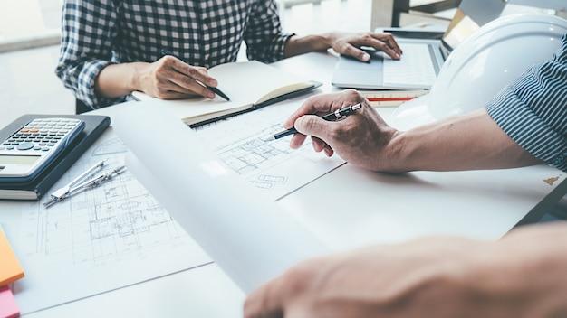 ブループリント計画コンセプトに取り組んでいる建築家エンジニアの設計。建設コンセプト Premium写真