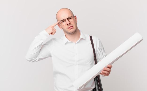 Архитектор смущен и озадачен, показывая, что вы сошли с ума, сошли с ума или сошли с ума.