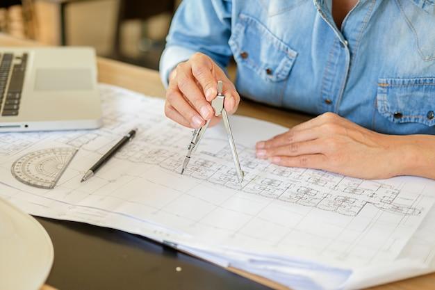 청사진 작업 건축가 또는 엔지니어 디자인