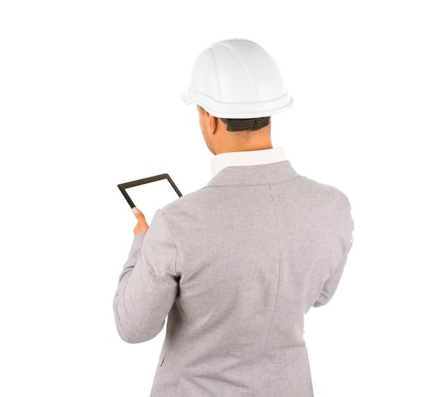 태블릿 컴퓨터를 사용하는 건축가
