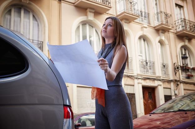 План проверки недвижимости женщины архитектора
