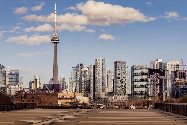 トロントカナダのスカイラインarchitecturaと建物