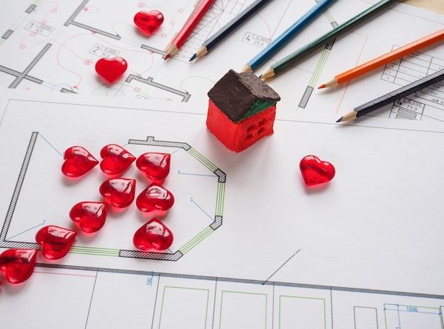 心からの矢印の付いた建築コンセプト。建築事務所でスキームを構築するビジネスコンセプト。