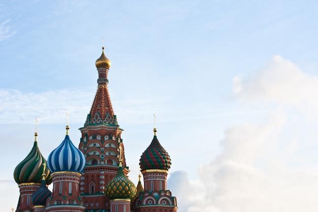 モスクワの聖バジル教会の建築の詳細-コピースペース