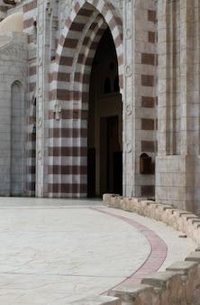 Архитектурные элементы мечети эль мустафа в шарм-эль-шейхе. египет ноябрь 2018