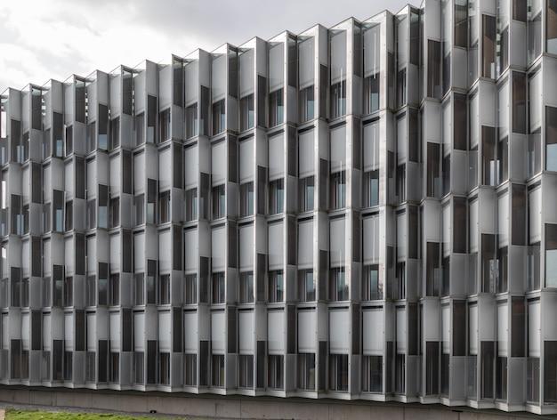 건축 기하학 현대 건물 계단 반사와 창문