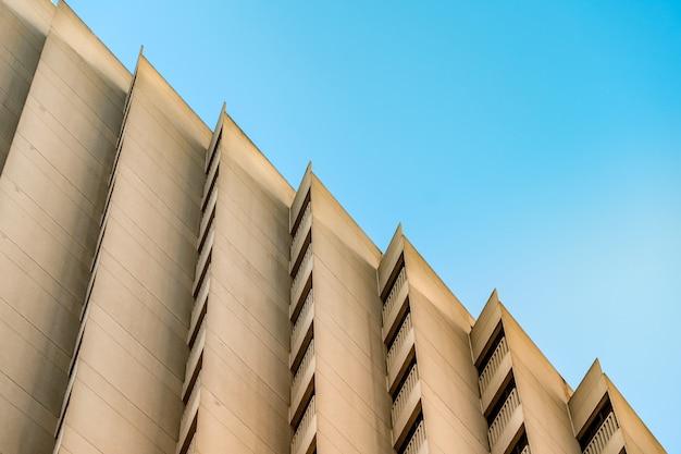 하늘에 대 한 건물의 건축 기하학