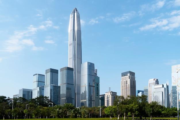Архитектурный ландшафт коммерческого здания в центре города